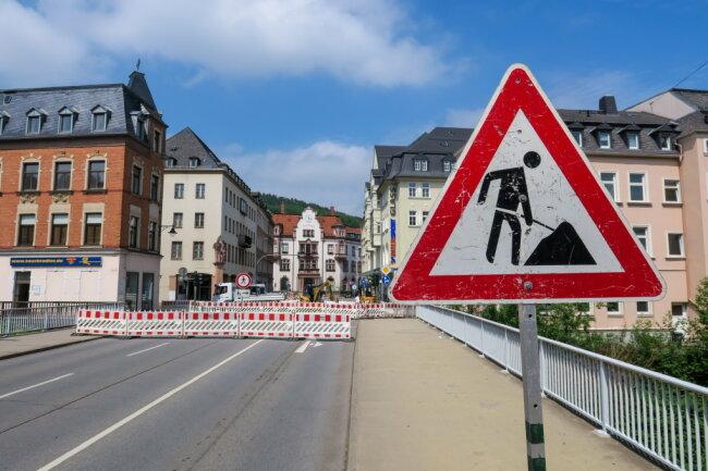 Hauptverkehrsader dicht: Am Montag wurde die Schneeberger Straße in Aue gesperrt.