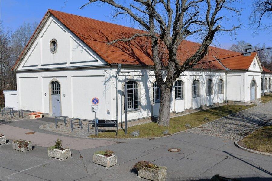 Außenansicht der Universitätssporthalle an der Chemnitzer Straße in Freiberg: Hier soll das Impfzentrum eingerichtet werden.