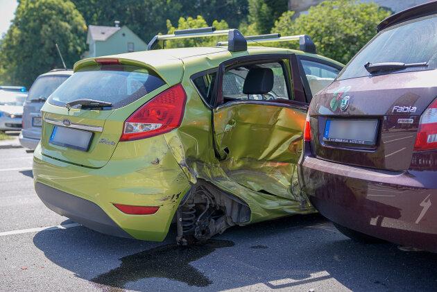 Zwei Verletzte bei Unfall an Edeka-Einfahrt
