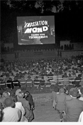 Kinokult als Massenphänomen: Auch die Berliner Waldbühne diente zu den 1. Internationalen Filmfestspielen vor 70Jahren als Spielstätte. 25.000 Zuschauer strömten dazu in das Open-Air-Halbrund im Stadtteil Westend.