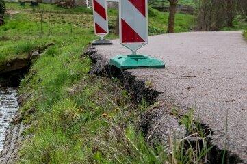 Um die Böschung in Breitenborn zu sanieren, muss auch der Bachlauf geringfügig angepasst werden.