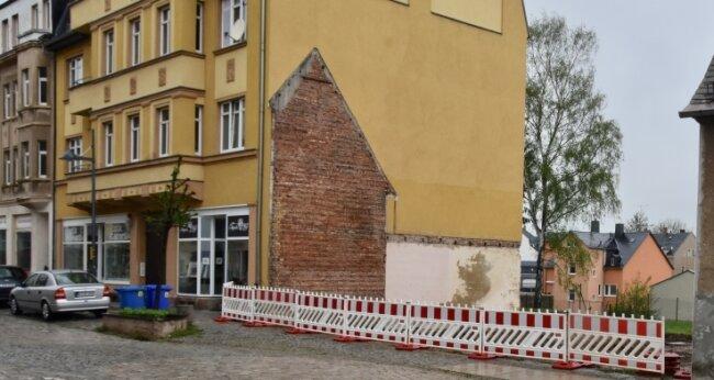 In dieser Baulücke an der Helenenstraße in Limbach-Oberfrohna will ein Investor ein viergeschossiges Gebäude errichten.