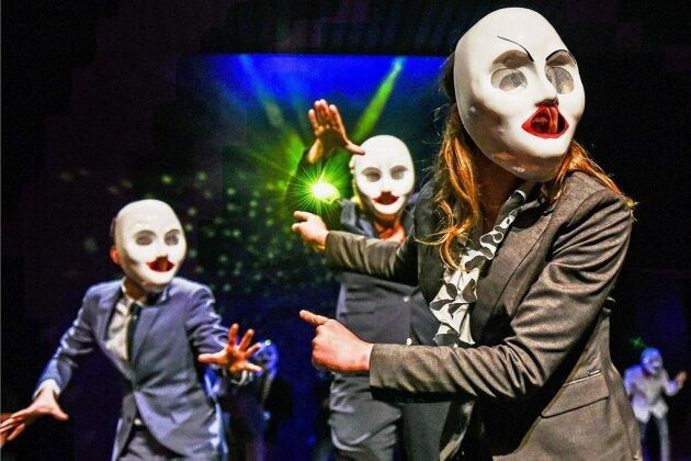"""Karneval für Kaiserin Merkel? """"Faust II"""" treibt es am Chemnitzer Theater bunt mit dem Zeitgeist."""