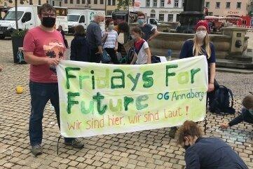 Etwa 20 Jugendliche demonstrierten auf dem Markt.