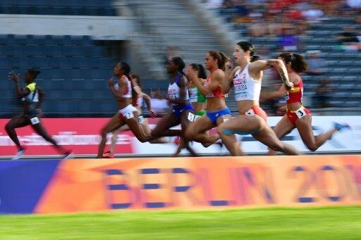 Lisa Marie Kwayie (links) gewinnt den Vorlauf über 100 m