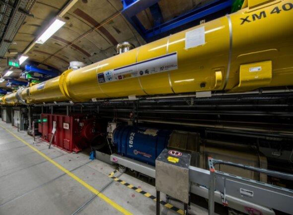 Der Freie-Elektronen-Laser XFEL in Hamburg erzeugt ultrakurze Röntgenblitze. Die Großforschungsanlage liegt unterirdisch in einem Tunnel und wird von Forschern aus der ganzen Welt genutzt - auch aus Freiberg.