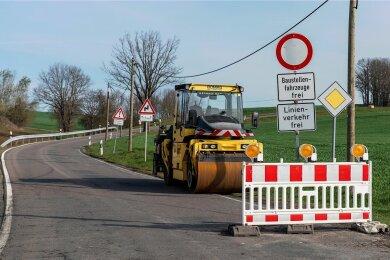 Die B 107 war zwischen Kleinseupahn und Weiditz zwar am Dienstagmorgen noch gesperrt, doch ab Nachmittag rollte der Verkehr wieder.