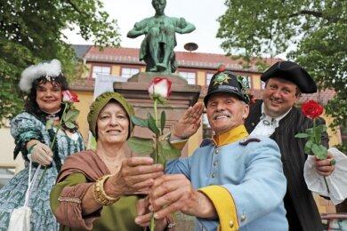 Die Schauspieler Birgit Lehmann, Gisela Berszick, Klaus Wawra und Thomas Kühn (v.l.) präsentieren in Siebenlehn das Miskus-Programm.