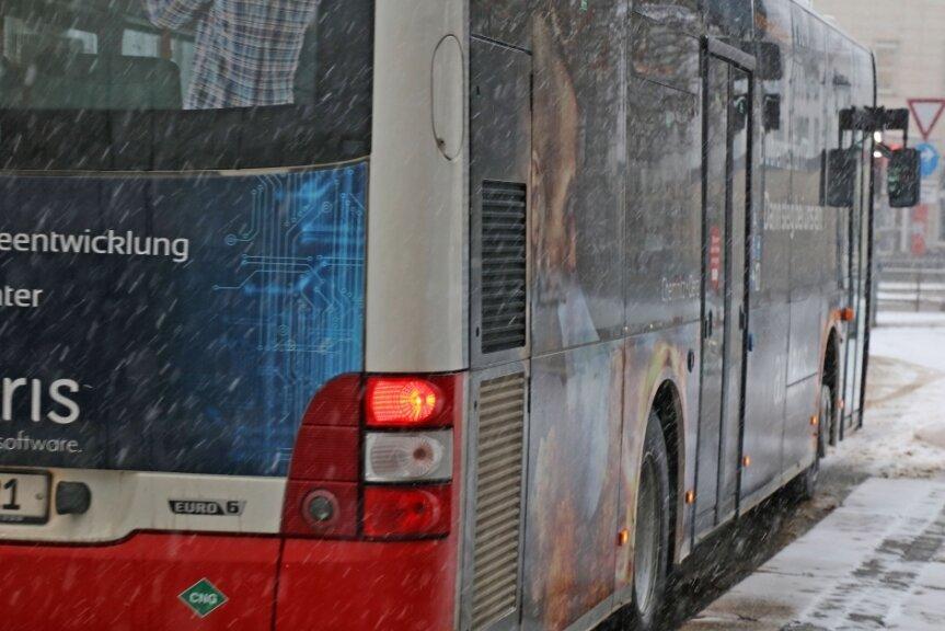 Mit Bussen sollen die Schüler im Landkreis Zwickau, für die am Montag wieder der reguläre Unterricht beginnt, in die sieben Schulen gefahren werden, in denen sie sich einem Corona-Schnelltest unterziehen können.