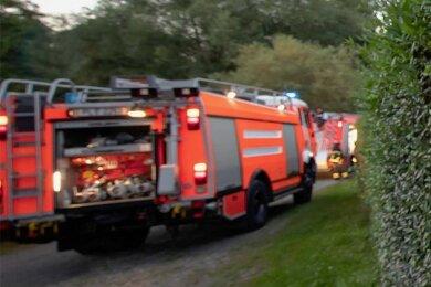 """Feuerwehreneinsatz am Samstagabend in der Kleingartenanlage """"Am Gut Heidenreich""""."""