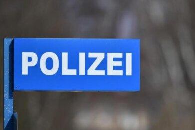 Die Polizei hat am Mittwochnachmittag drei Jugendlichein Zwickau gestellt, die Balkone eines Wohnblocks an der Moseler Straße beschmiert haben sollen.