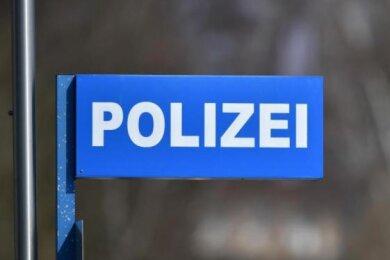 Zwei Kinder haben eine 55-jährige Frau am Dienstagnachmittag im Werdauer Ortsteil Leubnitz geschlagen und getreten.