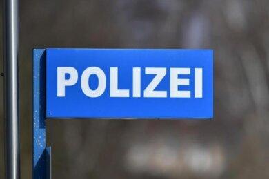 Unbekannte haben einen Weihnachtsbraten aus einer Erdgeschosswohnung am Zwickauer Thorezweg gestohlen.