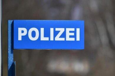 Um Polizeibeamten auf der A72 zu entgehen, gab ein BMW-Fahrer Gas in Richtung Plauen. Dort ließ er sein Auto stehen und floh. Ins Netz ging er der Polizei trotzdem.