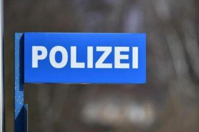 Unbekannte Täter sind in der Nacht zum Mittwoch ins Martin-Luther-Gymnasium in Frankenberg eingestiegen und haben daraus einen Tresor mitgehen lassen.