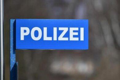 Bei der Kontrolle eines Audi-Kennzeichens ist der Polizei am Montagabend in Plauen ein Mann ins Netz gegangen, der zur Verhaftung ausgeschrieben war.