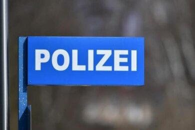 Ein Einfamilienhaus an der Chrieschwitzer Straße in Plauen ist zum Ziel von Einbrechern geworden.