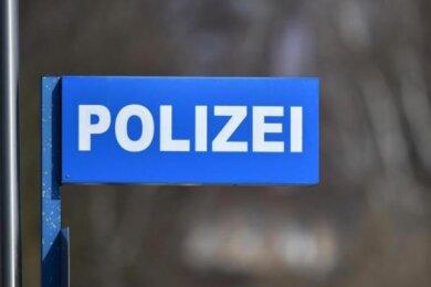 Am Montagabend haben Polizisten in Plauen einen Betrunkenen gestellt, der zuvor für einigen Schaden gesorgt hatte.