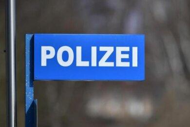 Eine 82-jährige Frau aus Crimmitschau ist am Mittwoch um zahlreiche Gedenkmünzen gebracht worden.