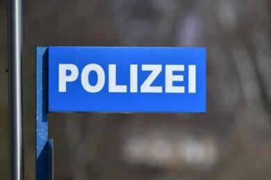 Am Dienstag ist aus einer Zwickauer Parfümerie Ware im Wert von rund 5500 Euro gestohlen.