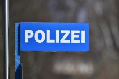 Zwei Mehrfamilienhäuser sind in Freiberg und Döbeln in der Nacht zum Samstagzum Ziel von Einbrechern geworden. Die Diebe hinterließen teils erheblichen Sachschaden.