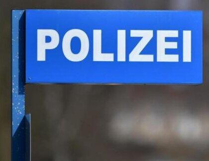 Bundespolizei zieht Messer und Pyrotechnik ein
