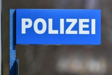 Mann fährt betrunken und ohne Führerschein zur Polizei