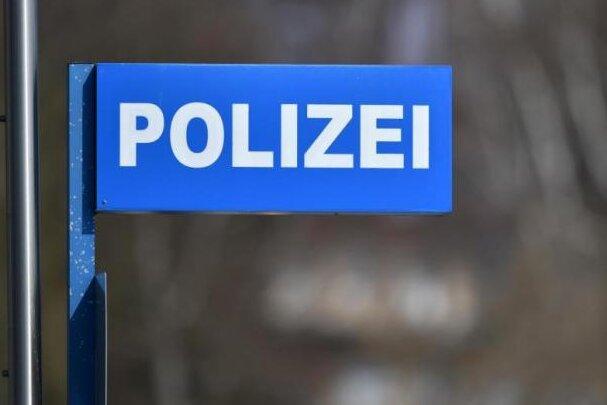 Unfall mit Schwerverletzten - Polizei sucht Motorradfahrer