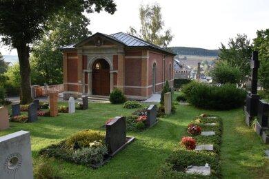 Die sanierte Thumer Friedhofskapelle verfügt auch über einen neu geschaffenen behindertengerechten Seiteneingang. Ein Geländer wird an dem Aufgang noch angebracht.