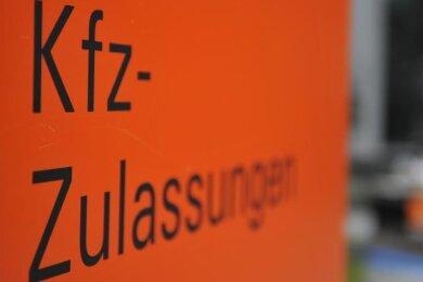 Ein positiver Corona-Fall hat die Kfz-Zulassungsstellen im gesamten Landkreis Zwickau lahm gelegt.