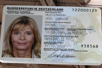 Muster eines Personalausweis im Karten-Format.