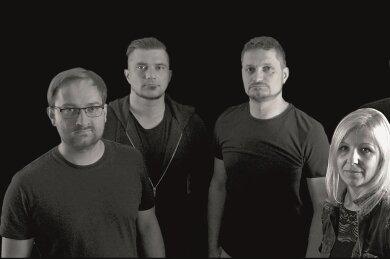 Die Band Halb so wild aus Markneukirchen - Enrico Geipel (Drums, Vocals), Michael Biedermann (Lead Guitar), Lars Thomä (Rhythm Guitar), Georg Blumenstein (Bass) und Sängerin Stephanie Geipel.