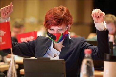 Noch drei Wochen Linke-Bundesvorsitzende: die 42-jährige Katja Kipping am Samstag beim Landesparteitag in Plauen,