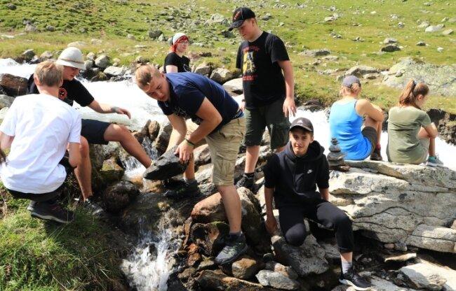 Erinnerungen an bessere Zeit: Erlebnisrüstzeit im vorigen Jahr im österreichischen Pitztal. Jugendliche wünschen sich, dass solche Begegnungen auch in diesem Sommer wieder möglich sind.
