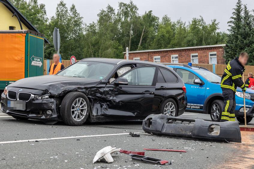 Stoppschild missachtet: Verkehrsunfall mit zwei Verletzen