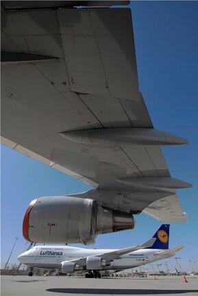Abgestellte Maschinen der Lufthansa auf dem Flughafen Frankfurt (Main). Viele Kunden warten noch auf Ticketerstattungen.