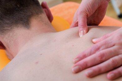 Bei einer medizinischen Behandlung in der Physiotherapie muss der Patient vorher keinen negativen Test vorlegen.