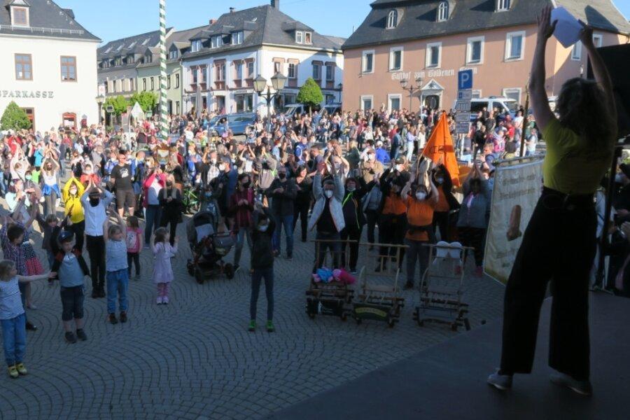 """Bündnis """"Wir sind Zwönitz"""" demonstriert vor 600 Besuchern die Vielfalt der Stadt"""