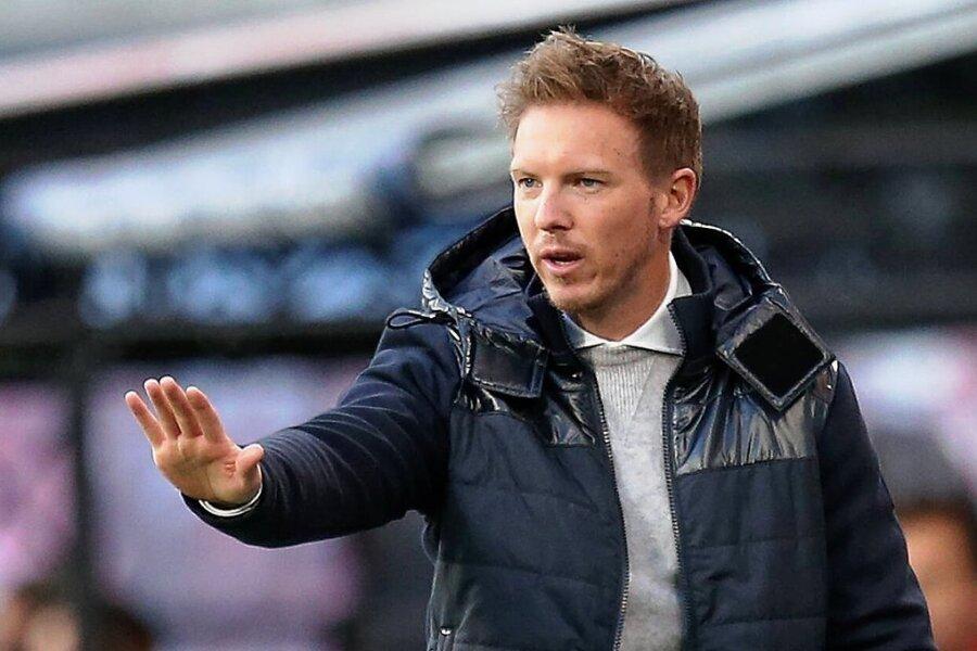Wurde am Dienstagabend durch zahlreiche Nachrichten gestört: RB-Trainer Julian Nagelsmann.