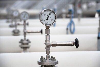 Der Betriebsdruck im System der Ferngasleitung Eugal beträgt 100 Bar. Allein zehn Tage dauerte es, die 480 Kilometer lange Leitung mit Gas zu befüllen. Nun transportiert sie Gas von der Ostsee bis ins Erzgebirge.