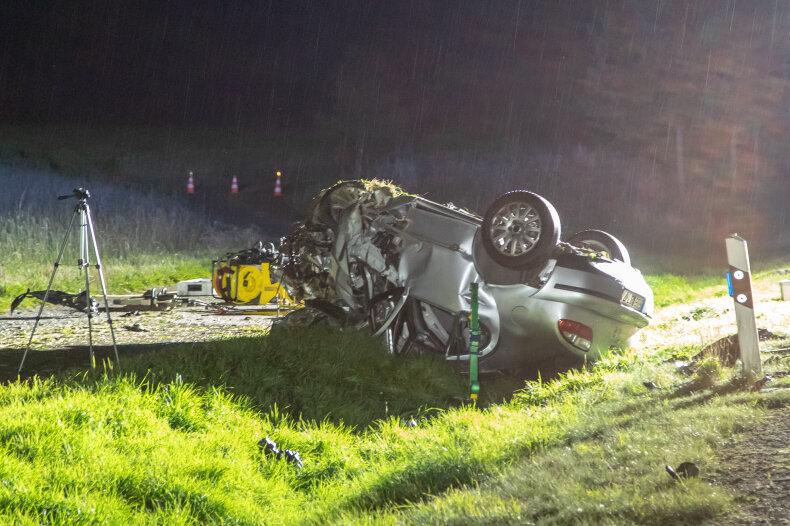 Der Seatfahrer verstarb noch an der Unfallstelle.