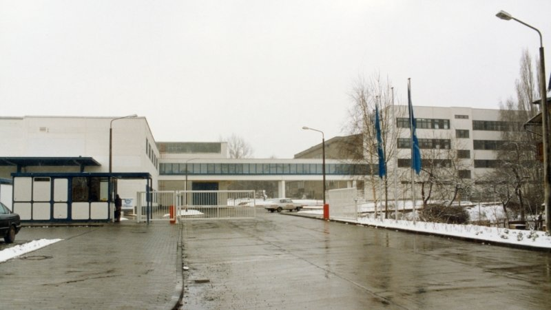 So sah der noch in DDR-Zeiten geplante Neubau im Winter 1990 aus. Er wurde 1991 fertig.