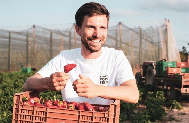 Richard Friedrich, der in Flöha auch das Gymnasium besuchte und nun in Chemnitz einen Gewürzhandel betreibt, legt Wert darauf, die Erzeuger seiner Produkte kennenzulernen. Paprika, bei dessen Ernte er auf Mallorca dabei war, erwartet er bald auf dem Postweg in Sachsen.