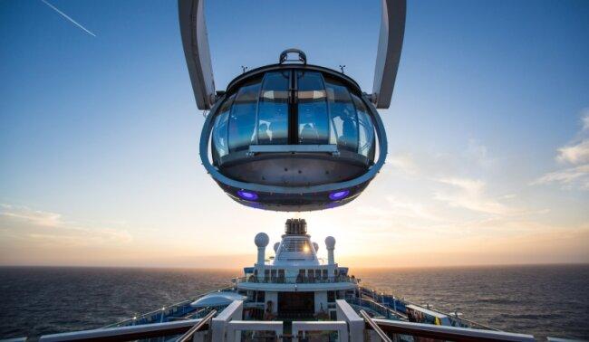 So einen Blick hat nicht mal der Käpt'n: Die Quantum of the Seas ist das größte Kreuzfahrtschiff und gehört zur größten Reederei. Die 23 Schiffe von Royal Caribbean Cruises bieten Platz für 1800 bis 5400 Gäste. Beliebt sind vor allem Routen in Europa und in der Karibik.