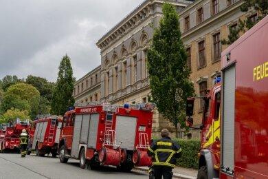 Einen Großeinsatz hatte die Auerbacher Feuerwehr am Montagnachmittag an der Seminaroberschule. Wie sich an Ort und Stelle zeigte, handelte es sich um einen Fehlalarm.