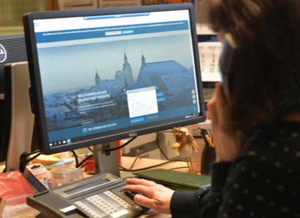 Mitarbeiter der Stadtverwaltung arbeiten im Homeoffice (gestelltes Themenbild).