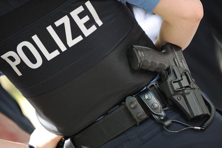 Überfall an der Wohnungstür - Polizei sucht Zeugen