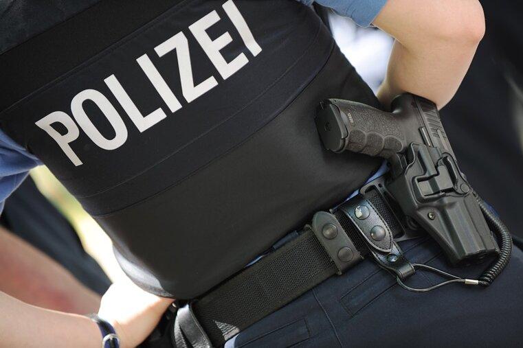 Drogenermittlungen: Polizei durchsucht Wohnungen in Zwickau und St. Egidien