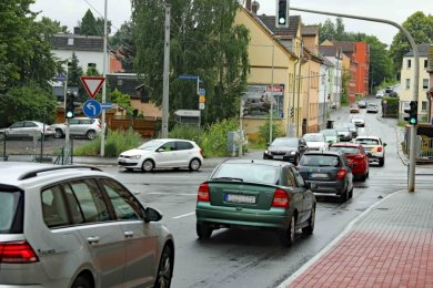 An der Einmündung der Olzmannstraße auf die Marienthaler Straße rollt es manchmal - und manchmal staut es sich dort auf mehreren hundert Metern Länge.