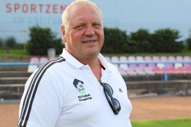 """Leere Ränge, aber viel Arbeit: Spielausschuss-Vorsitzender Thomas Roscher hat die Mannschaften für die Saison """"eingeschichtet""""."""